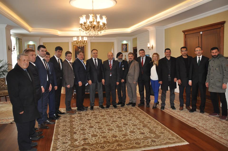 Ege Bölgesi Erzurum Dernekler Birliği Federasyonu, Erzurum Valisi Doktor Ahmet Altıparmak'ı Ziyaret Etti.