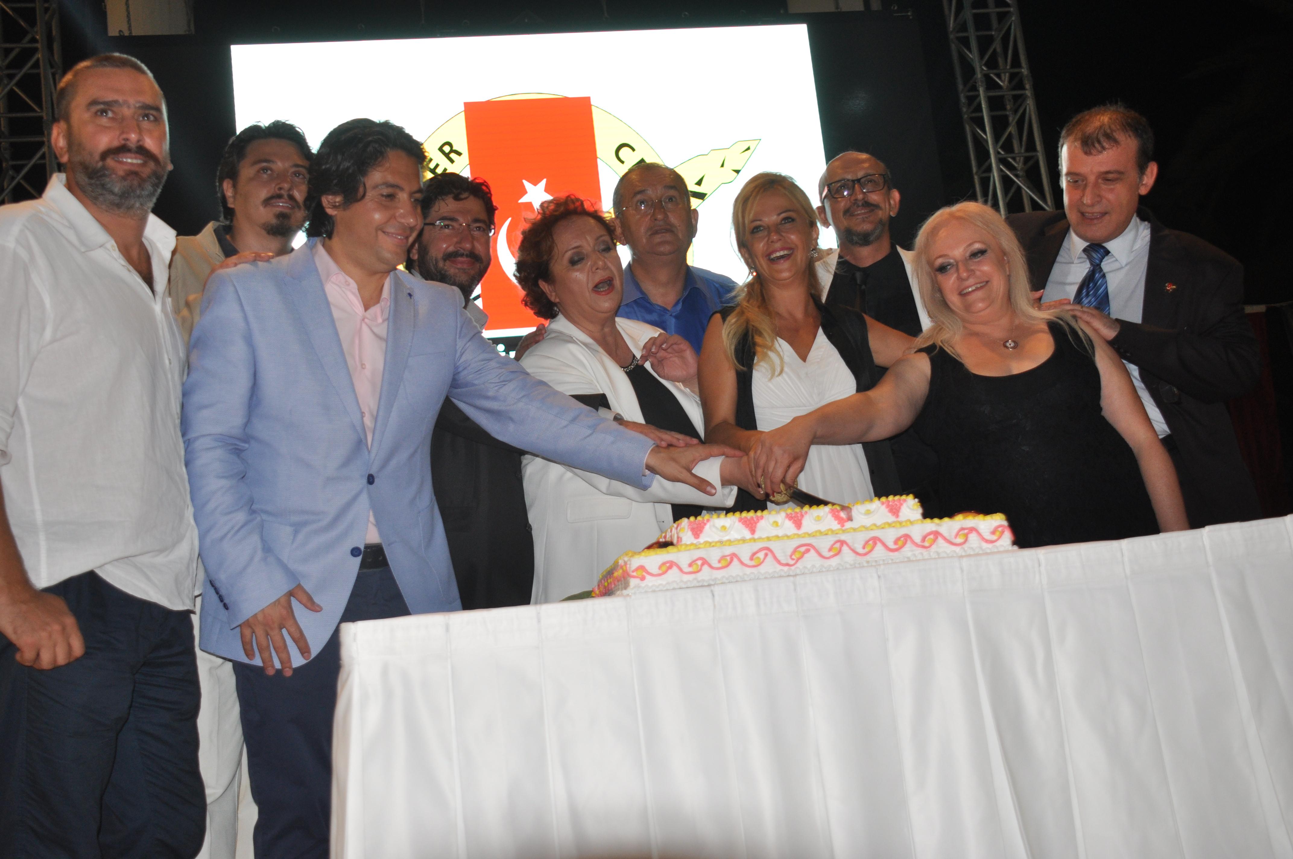 İzmir Gazeteciler Cemiyeti 70 yaşında