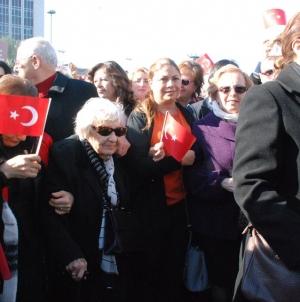 Nene Hatun yürekli kadınlar İzmir de yürüdü