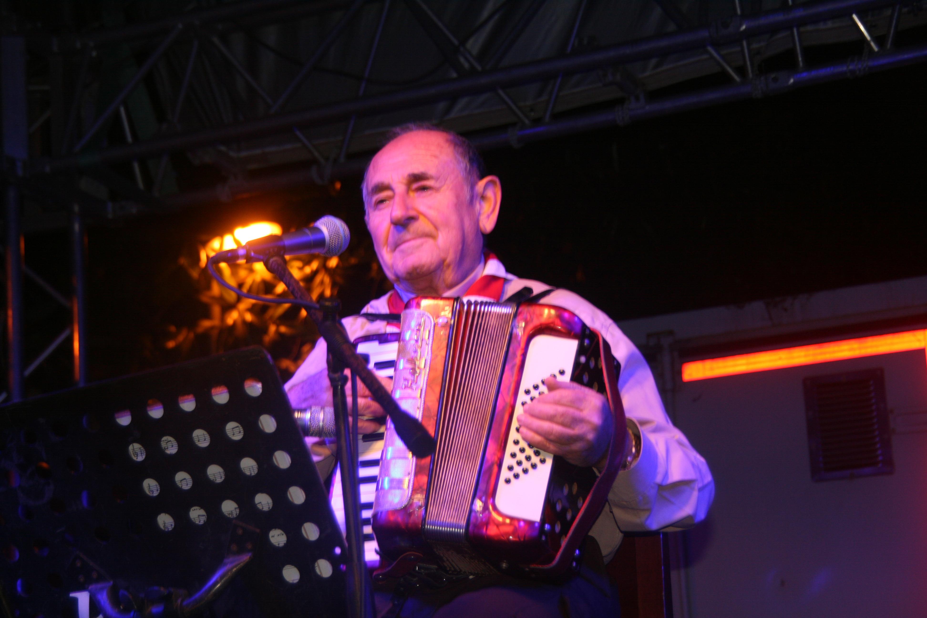 İzmir sevdalısı sanatçı Dario Moreno şarkılarla anıldı