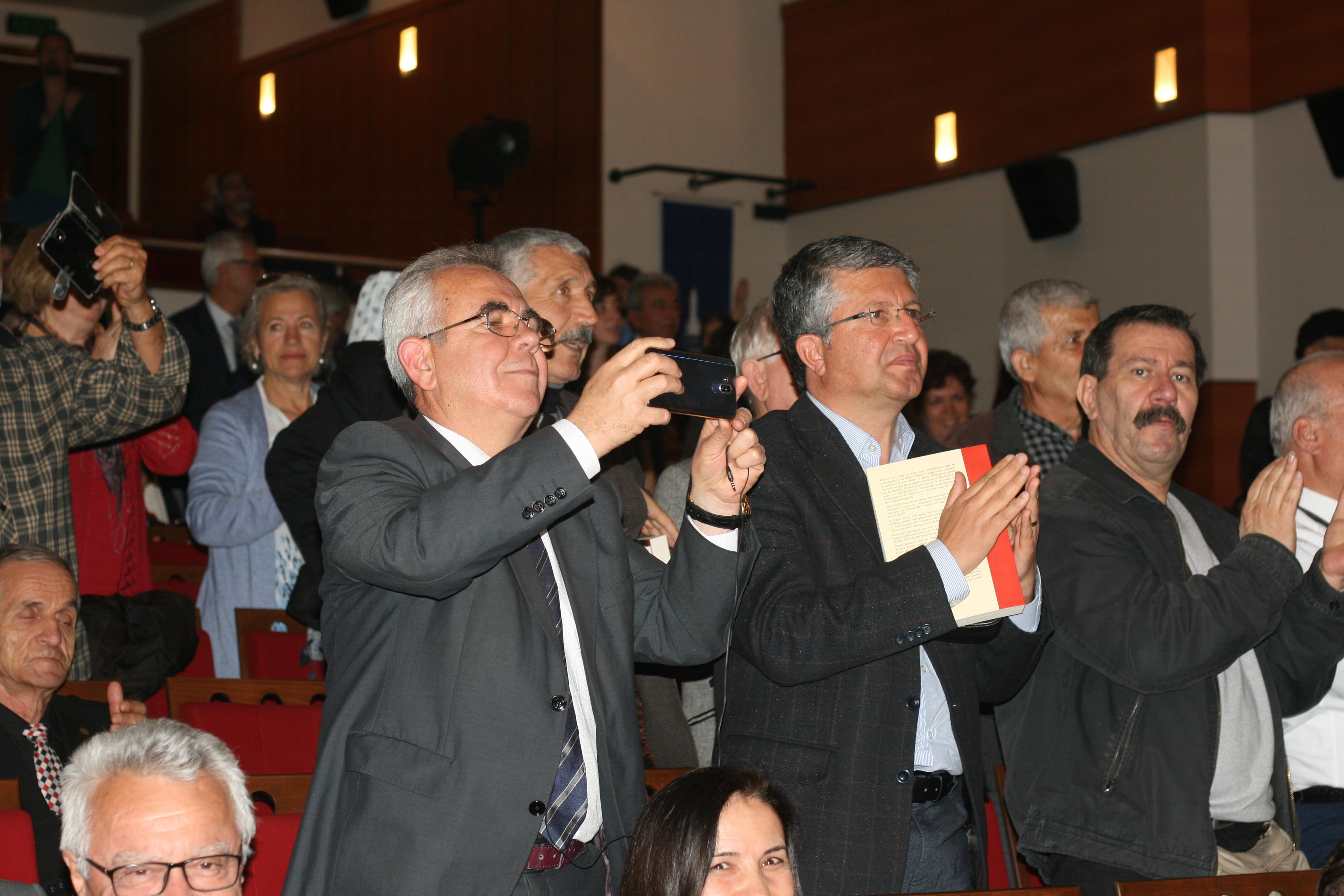 Köy Enstitülerinin 79. yılında Aydınlanma Onur Ödülü Erdost'a